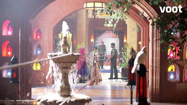 Rudra divides his house for Parvati's protection