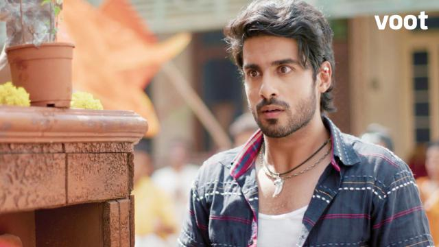 Uh-oh! Raghu's crime exposed?