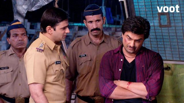 Kunal is insulted by the Inspector