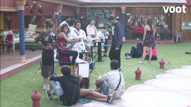 Day 5: 'Sevaks' try their luck at becoming 'Maaliks'